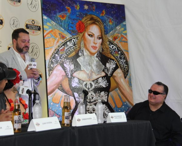 Juan and Chiquis [Rivera] look on as Estrella Jalisco's Yanathan Bendesky, ask painter George Yepes to unveil La Mariposa Estrella painting (Photo by: Fredwill Hernandez/TH360)