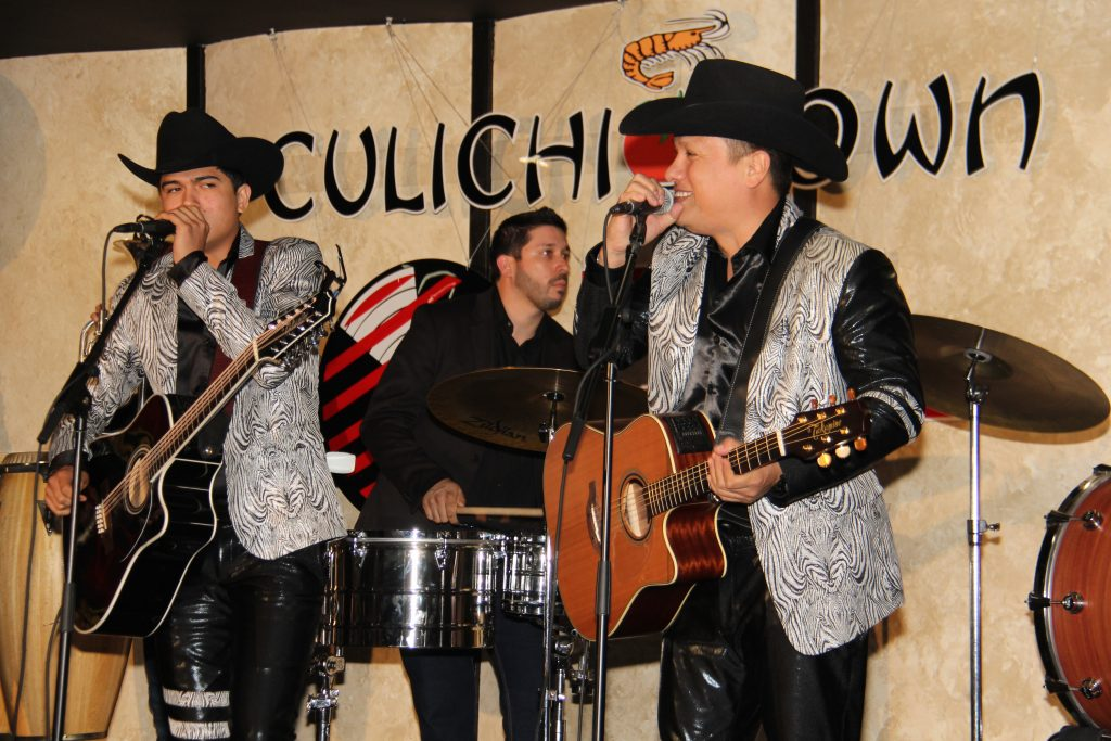 Ulices Chaidez y sus Plebes acoustic set (Photo by: Fredwill Hernandez/The Hollywood 360)